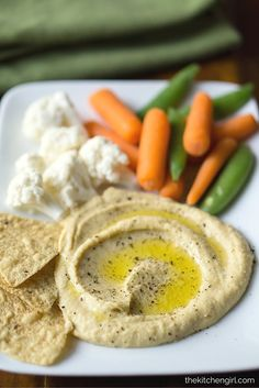 Skinny Hummus Zero Tahini: 10-minute, no-tahini, creamy, blender hummus with less calories/fat than traditional hummus. GF and vegan. thekitchengirl.com