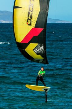 hydrofoil kiteboarding