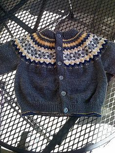 Ideas for crochet baby cardigan free pattern fair isles Crochet Baby Cardigan Free Pattern, Cardigan Pattern, Baby Knitting Patterns, Baby Patterns, Crochet Cardigan, Boy Crochet, Sweater Patterns, Crochet Summer, Crochet Shoes