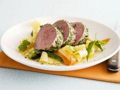 Probieren Sie das leckere Schweinefilet mit Nudeln und Kräutern von EAT SMARTER oder eines unserer anderen gesunden Rezepte!