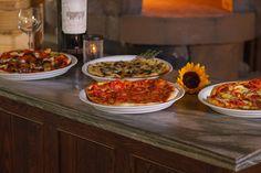 Deliciosas pizzas a la leña.