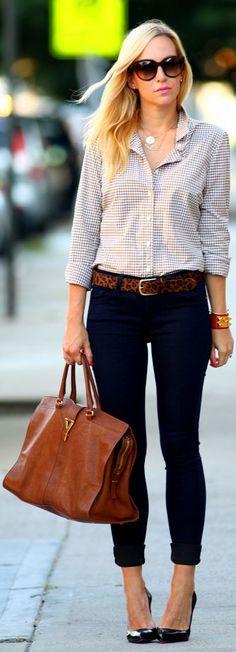 Jeans sequinho, camisa e bolsa grande... Simplicidade #lindapratrabalhar