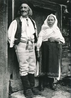 Terchová, Slovakia ca.1915 Old Photos, Vintage Photos, Folk Costume, Costumes, In Ancient Times, Westerns, Nostalgia, Character Design, Retro