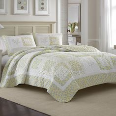 #LauraAshley Elyse #Quilt. #yellow #bed #bedroom #bedding #floral #beddingstyle