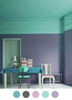 Deze kleuren zijn mij iets too much maar het idee van een kleur op het plafond die overloopt in de muur met sierlijst is leuk. Wellicht wel te doen met de lichtere pastel varianten van deze kleuren.