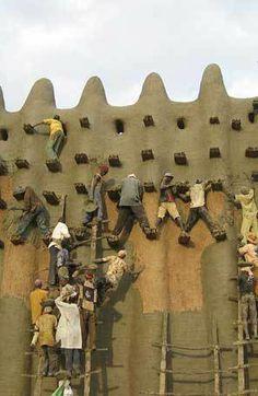 Djenne, Mali. - building mud house - no safety belt