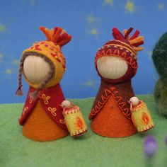 Martinmas lantern walk Waldorf inspired peg dolls (a boy and a girl) wearing uniquely designed, delicately embroidered, natural felt clothes. (Background items not included.) Martinmas lantern walk is a Waldorf tradition. In the growing outside darkness, lanterns symbolize the inner light of our hearts that we can find, light and share. Prepare your heart for the coming winter sharing the light we each hold. A pegdoll is about 4 cm (1.6 in) wide and about 7 cm (2.75 in.) high with clothes…