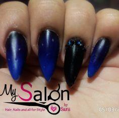 $ 160      Uñas acrílicas. Punta koreana. Negro y azul blue difuminado media noche.  Midnight nails. Swarovski. Organic Nails. Desing by Sarii Estrada