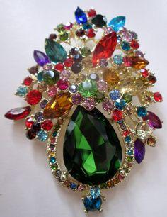 Vintage Jewelry- Vintage brooch pin- vintage Crystal Floral Brooch Pin- green crystal