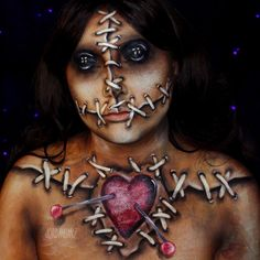 21 Halloween make-up before-and-afters that will blow you away Voodoo Doll Makeup, Halloween Makeup Artist, Voodoo Dolls, Halloween Makeup Looks, Voodoo Doll Costumes, Costume Halloween, Fete Halloween, Voodoo Halloween, Halloween 2018