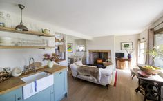 BRECON BEACONS Open plan living space, stylish country style and great views too!