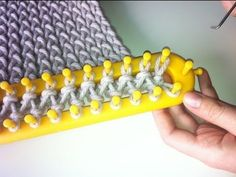 How to Loom Knit a Scarf - Crossed Stockinette Stitch (DIY Tutorial). This step-by-step tutorial shows you how to knit a scarf in crossed stockinette stitch with a rectangular loom. In this tutorial you will learn: - How to cast on stitches on a Loom Scarf, Loom Knitting Stitches, Knifty Knitter, Loom Knitting Projects, Knitting With A Loom, Knitting Tutorials, Sewing Projects, Loom Knitting Blanket, Arm Knitting Tutorial
