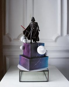A Russian confectioner Elena Gnut bakes not only delicious but also unbelievably beautiful cakes. Star Wars Cake, Star Wars Party, Beautiful Cakes, Amazing Cakes, Gothic Wedding Cake, Star Wars Birthday, 5th Birthday, Birthday Ideas, Fantasy Cake