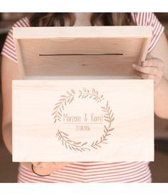 Pudełko na kartki ślubne z grawerem!  Dostępne w sklepie internetowym Madame Allure.