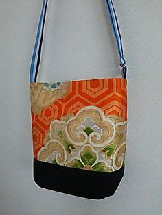 琳和 和風 リバーシブルショルダーバッグ Kimono Fabric, Fabric Bags, Japan Bag, Japanese Love, Sweet Bags, Fashion Sewing, Patch, Purses And Handbags, Fashion Bags