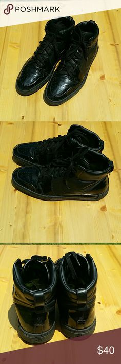 Men's Nike Air Royal Mid VT QK Black Volt Shoes 10 -434562-006 / 2010 /  Mid are made using an injection technology called Vac Tech, which gives them a smooth one piece upper, a look that stands in stark contrast to glossy patent leather on the toe and ankle. Nike Shoes Sneakers