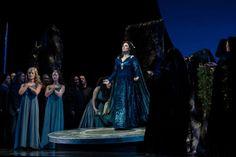 Sondra Radvanovsky, Aleksandrs Antonenko y Kate Aldrich, protagonizan la Norma que estrena esta noche en el Metropolitan Opera. (Foto Marty Sohl/Met Opera)