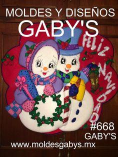 CORONA DE PAREJA DE MUÑECOS CON REGALOS Christmas Humor, Christmas Diy, Xmas, Christmas Ornaments, Snowman Crafts, Christmas Pictures, Yoshi, Diy Crafts, Halloween