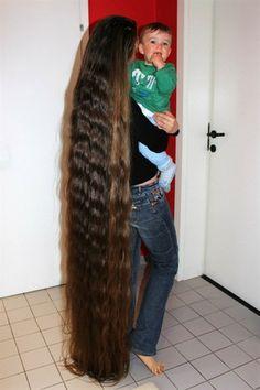 I can't believe how healthy her hair looks at that length. Beautiful Long Hair, Gorgeous Hair, Long Hair Models, Rapunzel Hair, Natural Hair Styles, Long Hair Styles, Very Long Hair, Silky Hair, Hair Pictures