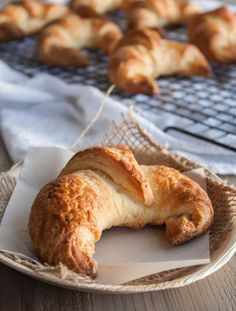 These light and flaky buttery croissants are a labor of love but the end result is totally 100% worth the work! Buttery croissants, how to make croissants, step by step of how to make croissants http://www.sweetphi.com/light-flaky-croissants/