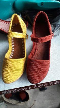 Crocheted shoes. Crochet Sandals, Crochet Boots, Crochet Slippers, Knit Crochet, Slipper Sandals, Shoes Sandals, Dress Shoes, Knit Shoes, Huaraches
