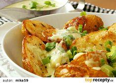 Omáčka z jarní cibulky k pečeným bramborám recept - TopRecepty.cz Empanadas, Potato Salad, Cauliflower, Grilling, Food And Drink, Potatoes, Cheese, Meat, Chicken