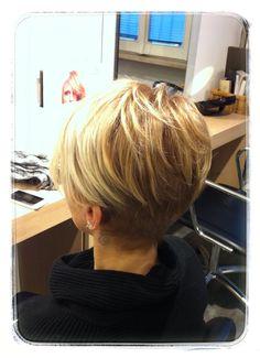 Short Hair With Layers, Layered Hair, Short Blonde, Blonde Hair, Short Wedge Haircut, Beauty Stuff, Hair Beauty, Hair Affair, Pixie Cuts