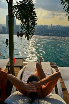 Relax and chill at roof top Infinity Pool Marina Bay Sands Escape Yourself, Marina Bay, The Places Youll Go, Places To Go, Photo Instagram, Jet Set, Summer Vibes, Summer Sun, Life Is Good