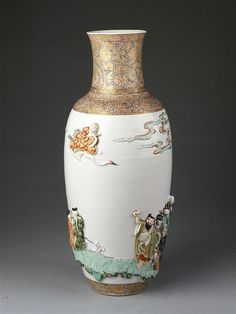 Vase, porcelain with relief decoration painted in overglaze enamels and gilded, China, Qing dynasty, Kangxi period (1662-1722). Height: 45.1 cm, Diameter: 19.4 cm. Salting Bequest, C.1257-1910 © Victoria and Albert Museum, London 2017.