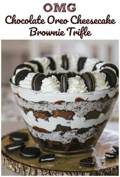 OMG Chocolate Oreo Cheesecake Brownie Trifle is part of Desserts This stunning trifle is jampacked with everybody& favorite oreo cookies, rich chocolate ganache, cocoa fudgy brownies, fluffy oreo c - Fluff Desserts, Oreo Desserts, Chocolate Desserts, Easy Desserts, Delicious Desserts, Yummy Food, Chocolate Ganache, Chocolate Truffles, Chocolate Lasagna