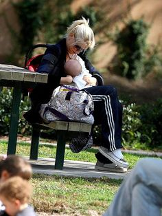 Do's and Don'ts When Breastfeeding in Public - Parents
