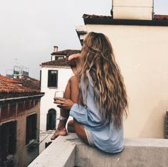 long hair styles with curls | curly | beach waves | messy | highlights | hairdos | haircuts | ideas