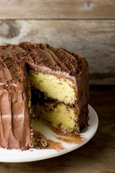 Yellow Cake with Fudge Frosting - Lemon Sugar Frosting Recipes, Cake Recipes, Dessert Recipes, Chocolate Fudge Frosting, Basic Cake, Lemon Sugar, Unique Recipes, Just Desserts, Food Dishes