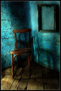 ...old turquoise, plastered walls~fabulous!  Love, love, love that color!