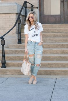 See how your favorite real world form personalities wear blue jeans by using heels and start to get all the ideas you're seeking for your next look. Striped Jeans, Blue Jeans, Striped Shirts, Loafers For Women Outfit, Leather Jacket Outfits, T Shirt And Jeans, Boyfriend Jeans, Spring Outfits, Autumn Fashion