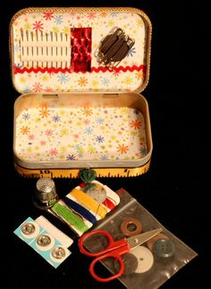 Travel Sewing Kit in an Altoids Box.  I'd love to make a whole bunch of these...it'd be great to keep them stashed away in several places in the house and they'd make sweet little gifts for students heading off to college.