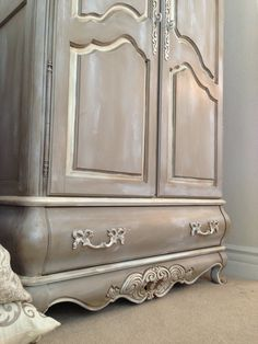 Beautiful handpainted armoire.  Chalkpainted in a Coco and dry brushed with a white and used dark wax.