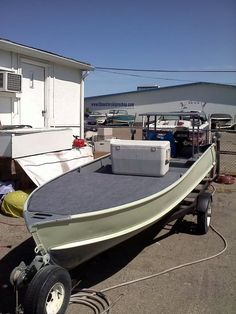 Inflatable Kayak Mods 15 Awesome Aluminum Boat Modification Ideas - Since fishing is an activity that has existed for centuries, there are lots of unique vessels that folks use. Distinct Read more. Aluminum Fishing Boats, Aluminum Boat, John Boats, Flat Bottom Boats, Boat Restoration, Boat Storage, Storage Ideas, Boat Projects, Wooden Boat Plans