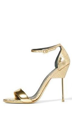 Holiday must - gold sandals!