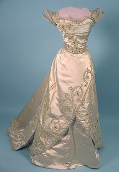 Ballgown by Worth, ca 1900 France ( FRANCE, FRANCE ! EASILY SAID, RATHER SOLD IN FRANCE...WITH THE FRENCH KNOW- HOW...