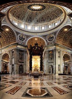 Citta del vaticano, Basilica di San Pietro, Bernini's Baldacchino and dome of Michelangelo Buonarroti, Roma Italy