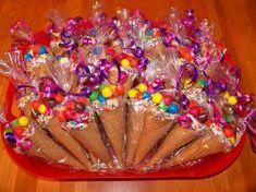 dulces en conos de celofan17