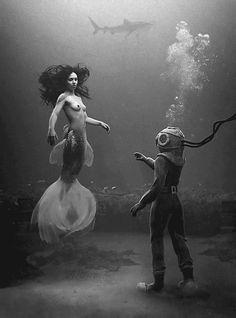 """""""- Acredito em sereias!  Disse eu com o bolso cheio de mar   - Podes acreditar…  Disseste-me tu,  mulher sem bolso no corpo nu!""""   ― João Morgado"""