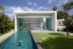 Tel Aviv based Pistou Kedem Architects are well known for their ultra contemporary approach in designing private residences. The project presented here comes to reconfirm their style, with box...