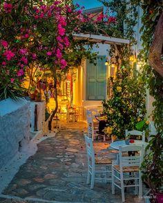 "ValantisM on Instagram: ""Chora Amorgos 😍 😍 💫👉 @valantism.gr 🎶 kalinicta dear friends🙋♂️😊🥂🎶 !!!! .  #syros #divine_worldplaces  #Santorini  #greece #europestyle_…"" Happy Evening, Paradise On Earth, Europe Fashion, Santorini Greece, Story House, Cool Pools, Greece Travel, Greek Islands, Dear Friend"
