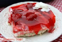 The Best Recipes In The World: Strawberry Delight {A Mothers Day Dessert Mothers Day Desserts, Just Desserts, Delicious Desserts, Yummy Food, Jello Desserts, Mini Desserts, Summer Desserts, Chocolate Desserts, Cupcakes