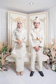 Malay Wedding Dress, Kebaya Wedding, Muslimah Wedding Dress, Muslim Wedding Dresses, Wedding Hijab, Wedding Poses, Dream Wedding Dresses, Hijab Bride, Muslim Brides