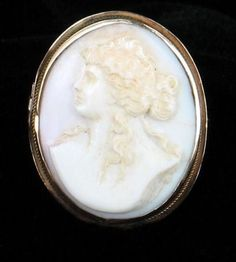 ANTIQUE-VICTORIAN-10K-GOLD-ANGEL-SKIN-CORAL-CAMEO-PIN-BROOCH