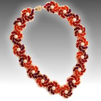 Necklace of pearls and Bicone Crystal bend (Russian)