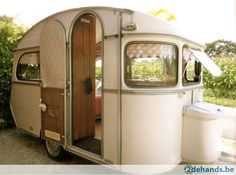 Tiny Trailer - Vintage Camper - Travel Caravan <O> Kombi Trailer, Camper Caravan, Retro Campers, Cool Campers, Vintage Campers, Vintage Motorhome, Camper Life, Caravan Vintage, Vintage Rv